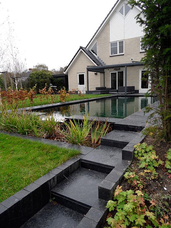 moderne-tuin-vijver zwemvijver helofytenfilter ©Groenerwaard