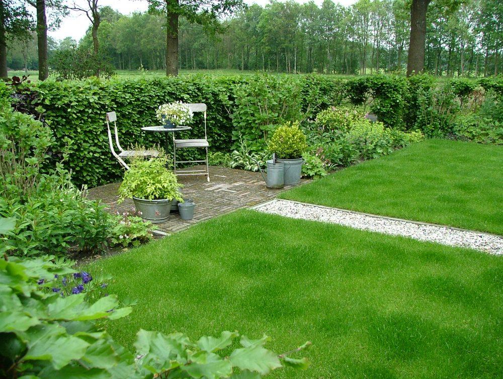 drenthe zitje terrasje gazon romantische tuin ©Groenerwaard
