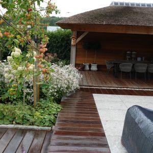 Rustgevende zentuin met tuinhuisje cabin overkapping ©Groenerwaard